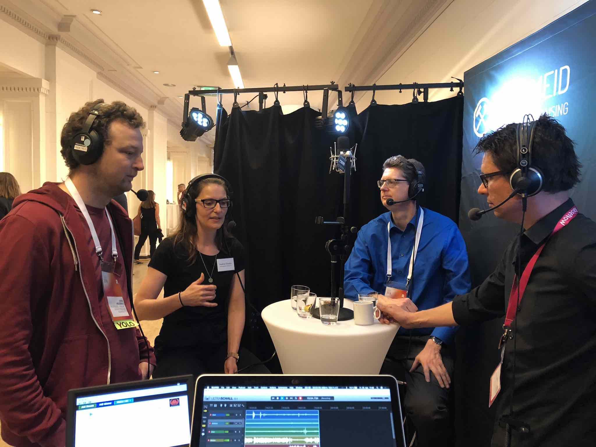 Jona, Nadine Shalala, Andreas und Jan beim Talken zu digitalem Großspenden-Fundraising.